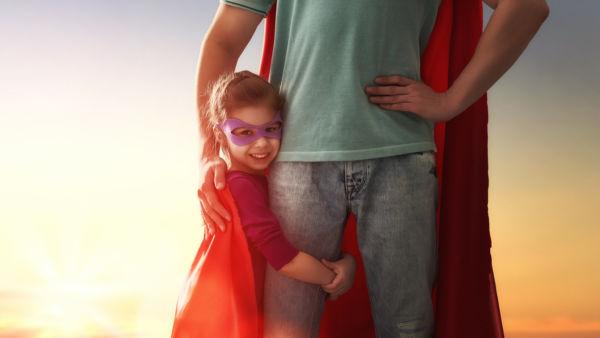 Οι μαμάδες και οι μπαμπάδες είναι οι σούπερ-ήρωες των παιδιών | imommy.gr