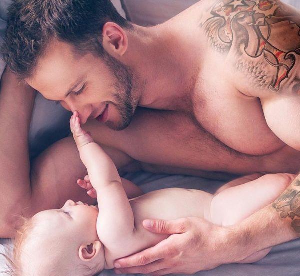 Πιο ευτυχισμένοι οι μπαμπάδες που αγκαλιάζουν τα μωρά τους! | imommy.gr