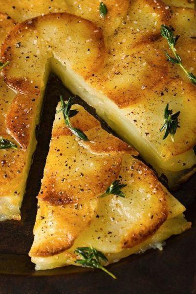 Εύκολη και λαχταριστή πατατόπιτα χωρίς φύλλο | imommy.gr