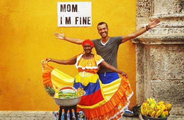 Νεαρός ταξιδεύει όλο τον κόσμο με το σύνθημα… Μαμά, είμαι καλά! | imommy.gr