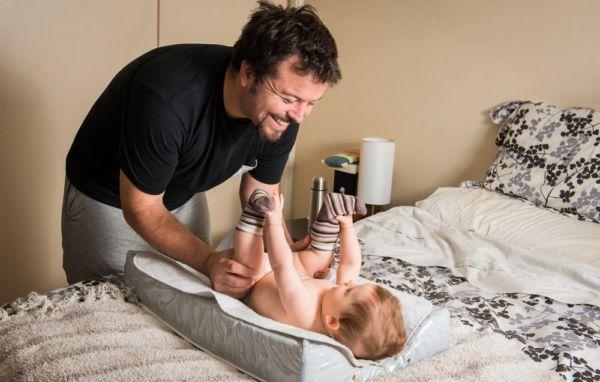 Κι όμως! Οι μπαμπάδες σιχαίνονται λιγότερο από τις μαμάδες τις βρώμικες πάνες! | imommy.gr