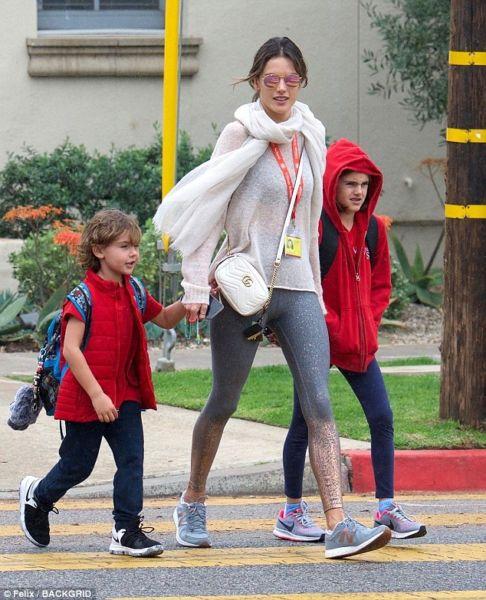 Αλεσάντρα Αμπρόσιο: Μετά τη «σύνταξη» της από τις πασαρέλες απολαμβάνει τη μητρότητα | imommy.gr
