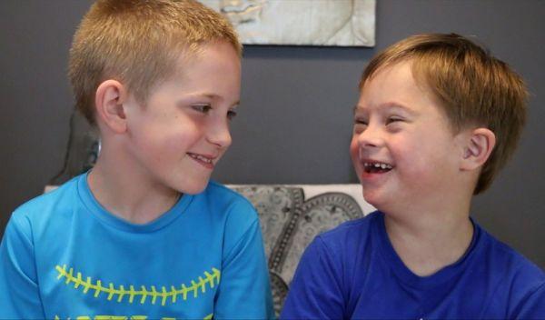 Βίντεο: Ένα αγόρι μας εξηγεί γιατί αγαπάει τόσο πολύ τον αδελφό του που έχει σύνδρομο Down | imommy.gr