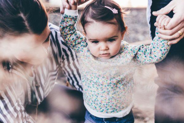Σε ποια ηλικία πρέπει να περπατάει το παιδί μου;   imommy.gr