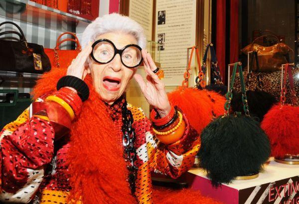 Η 96χρονη ιέρεια του στιλ Άιρις Άπφελ έγινε κούκλα Barbie | imommy.gr