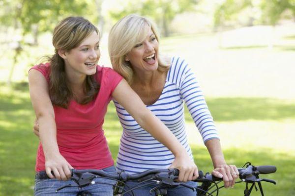 Πώς να βοηθήσετε το έφηβο παιδί σας να αισθανθεί καλύτερα για το σώμα του | imommy.gr