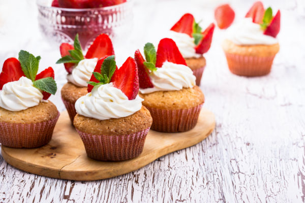 Εύκολα cupcakes με φράουλες για τη γιορτή της Μητέρας | imommy.gr