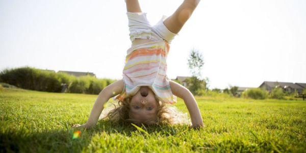 Πέντε λόγοι που πρέπει να αφήσετε το παιδί σας να παίξει έξω | imommy.gr