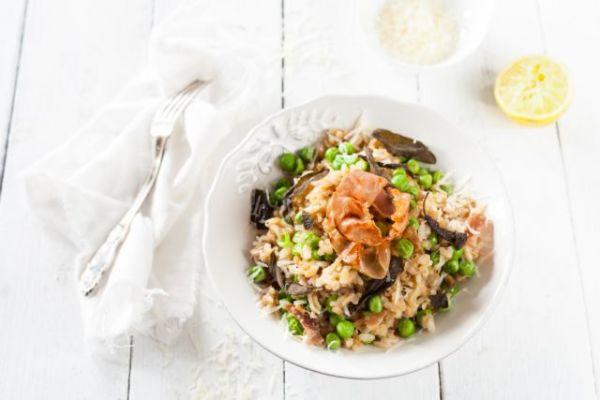 Εύκολο ριζότο με μπέικον και αρακά | imommy.gr