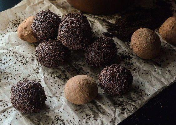 Υπέροχη συνταγή για τρούφες σοκολάτας με τρία υλικά | imommy.gr