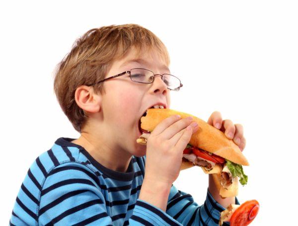 Οι ενδείξεις που σας ενημερώνουν ότι το παιδί χρειάζεται γυαλιά | imommy.gr