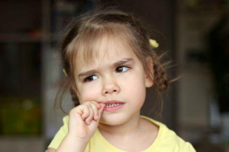 Γιατί το παιδί μου τρώει συνέχεια τα νύχια του; | imommy.gr