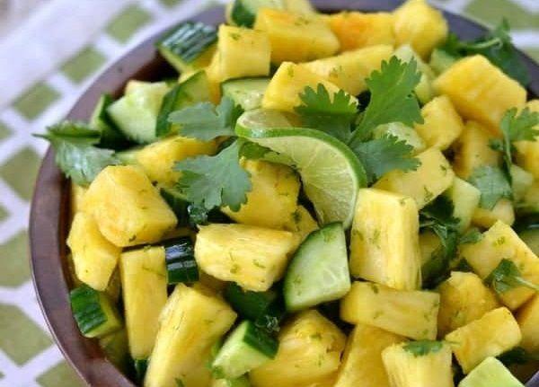 Καλοκαιρινή σαλάτα με ανανά και αγγούρι | imommy.gr