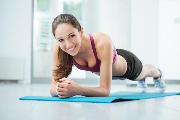 Γρήγορη πρωινή γυμναστική για τις πολυάσχολες μαμάδες | imommy.gr
