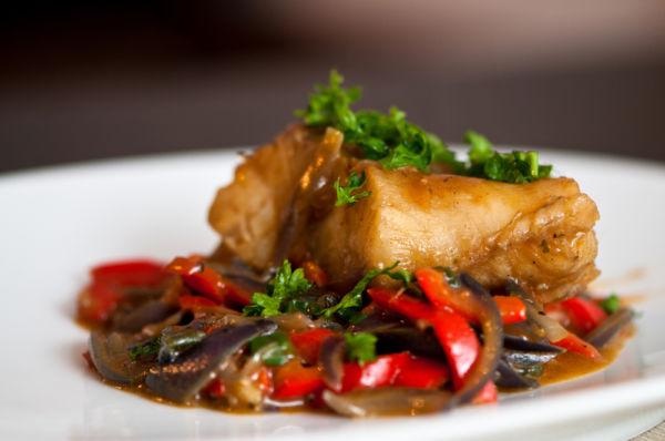 Μπακαλιάρος στον φούρνο με λαχανικά | imommy.gr