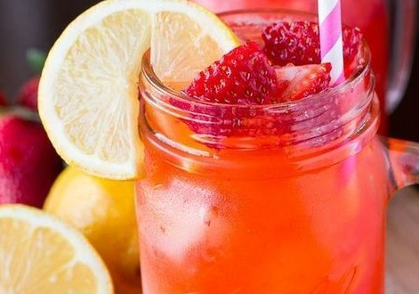 Υπέροχος χυμός με λεμόνι και φράουλα | imommy.gr