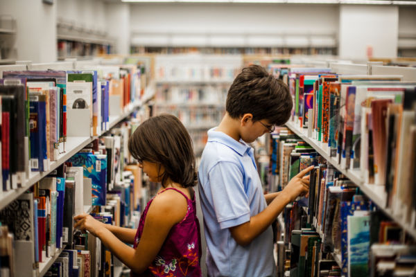 Καλοκαιρινή εκστρατεία: Τα παιδιά μαθαίνουν να αγαπούν τις βιβλιοθήκες | imommy.gr