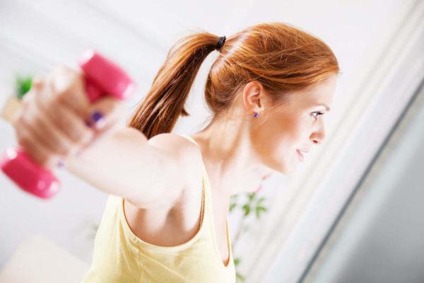 Οκτάλεπτη γυμναστική για να απαλλαγείτε από τη χαλάρωση στα μπράτσα | imommy.gr