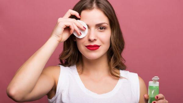 Πώς θα αφαιρέσετε την αδιάβροχη μάσκαρα χωρίς να χάσετε τις βλεφαρίδες σας | imommy.gr