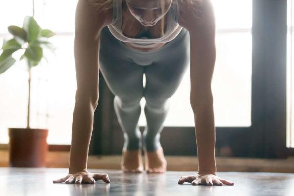 Οι πέντε πιο εύκολες ασκήσεις που μπορείτε να κάνετε στο σπίτι σας | imommy.gr