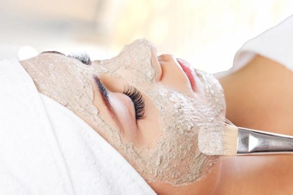 Φτιάξτε μόνη σας αντιγηραντική μάσκα προσώπου με τρία υλικά | imommy.gr