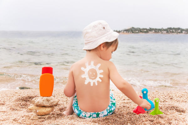 Τι πρέπει να ξέρετε για το αντηλιακό και το παιδί σας | imommy.gr