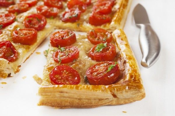 Εύκολη συνταγή για σφολιάτα με μοτσαρέλα και ντοματίνια | imommy.gr