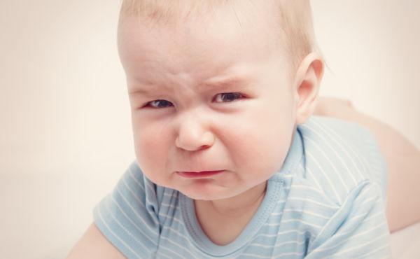 Είναι φυσιολογικό που το μωρό μου δείχνει συνέχεια θυμωμένο; | imommy.gr