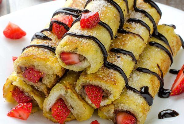 Τηγανητό ψωμί του τοστ με φράουλες και πραλίνα | imommy.gr