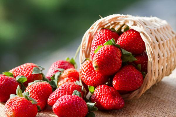 Απολεπιστικό σώματος από φράουλες με υπέροχη μυρωδιά | imommy.gr