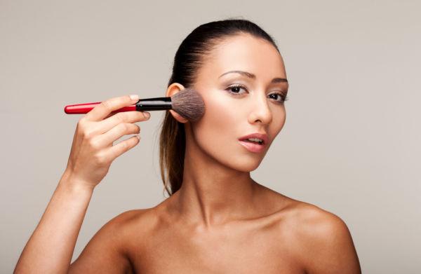 Πώς θα καθαρίσετε σωστά τα πινέλα του μακιγιάζ | imommy.gr