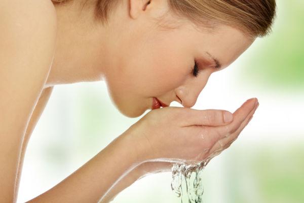Τα έξι λάθη που κάνετε όταν πλένετε το πρόσωπό σας   imommy.gr