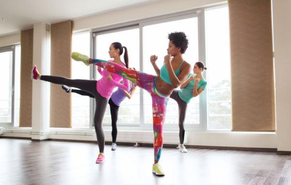 Κάψτε 600 θερμίδες με ασκήσεις εμπνευσμένες από το κικ μπόξινγκ | imommy.gr