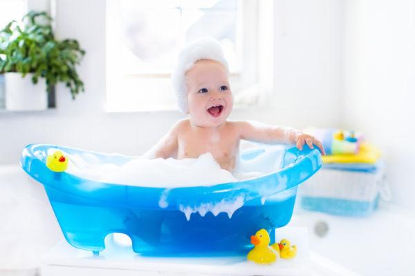 Πότε μπορεί να μπει το μωρό μου στην μπανιέρα; | imommy.gr