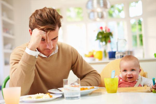 Η επιλόχειος κατάθλιψη θεωρείται πλέον εξίσου κοινή και στους πατεράδες | imommy.gr