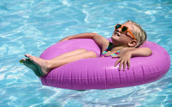 Μπορεί το μωρό σας να μπει στην πισίνα του ξενοδοχείου; | imommy.gr