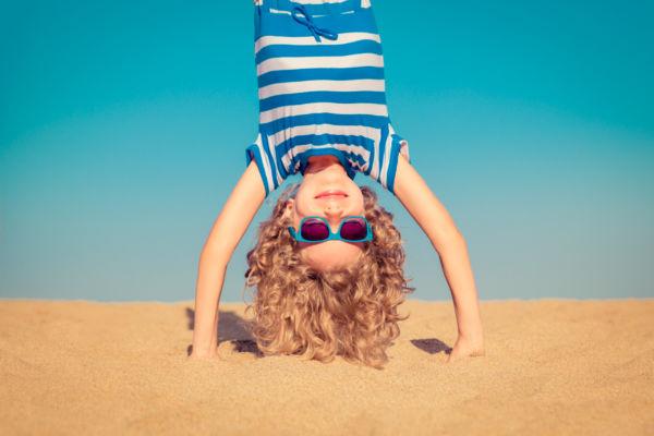 Πρέπει το παιδί να φοράει γυαλιά ηλίου;   imommy.gr