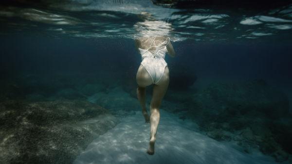 Κάψτε το λίπος με ασκήσεις μέσα στο νερό | imommy.gr