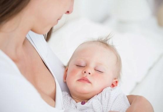 Ο ύπνος του μωρού μου επηρεάζεται αν κοιμόμαστε στο ίδιο κρεβάτι; | imommy.gr