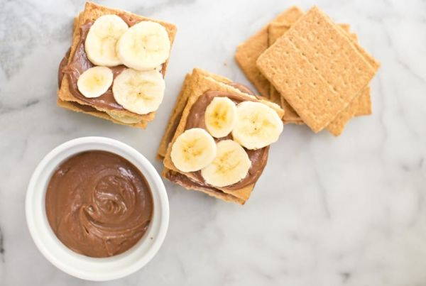 Εύκολο γλυκό με μπισκότα, μπάνανα και σοκολάτα | imommy.gr