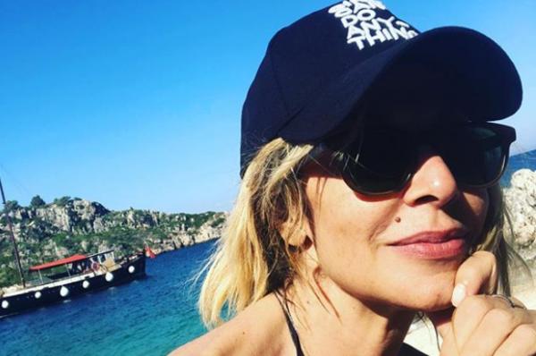 Άννα Βίσση: Διακοπές στην Καλαμάτα με τον Καρβέλα και την Πάνια | imommy.gr