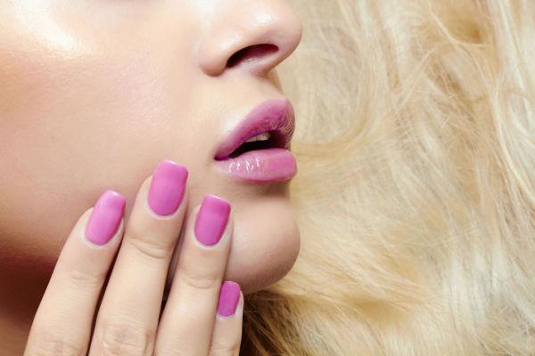 Τρεις εύκολοι τρόποι να στεγνώσετε γρήγορα τα νύχια σας | imommy.gr