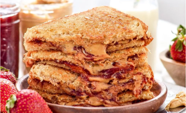 Ψητό σάντουιτς με φυστικοβούτυρο και μαρμελάδα | imommy.gr