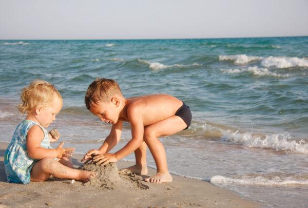 Οι γιατροί συστήνουν στους παιδίατρους να δίνουν συνταγή… για περισσότερο παιχνίδι | imommy.gr