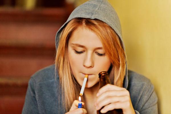 Το κάπνισμα και ποτό από την εφηβεία προκαλούν αθηροσκλήρωση | imommy.gr