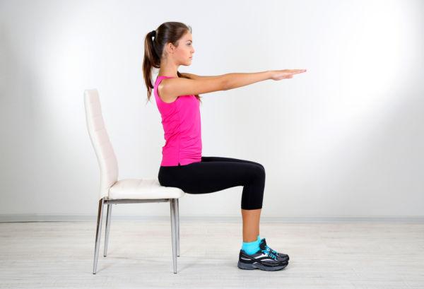 Κάψτε θερμίδες με ασκήσεις γιόγκα στην καρέκλα | imommy.gr