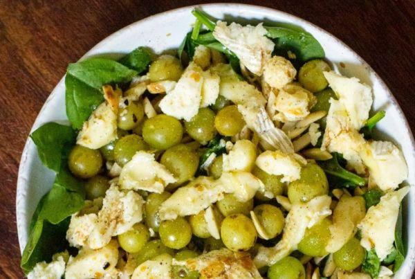 Σαλάτα με σπανάκι και σταφύλι | imommy.gr