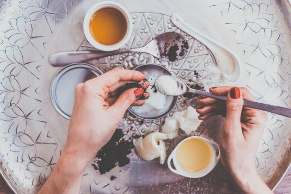 Φτιάξτε ενυδατική κρέμα σώματος με δύο υλικά | imommy.gr