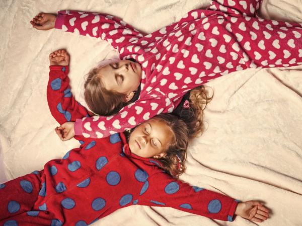 Πώς θα καταλάβετε αν το παιδί είναι έτοιμο να κοιμηθεί στο σπίτι φίλου του | imommy.gr