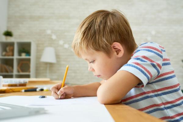 Βοηθήστε το παιδί να διαβάσει χωρίς να επέμβετε | imommy.gr